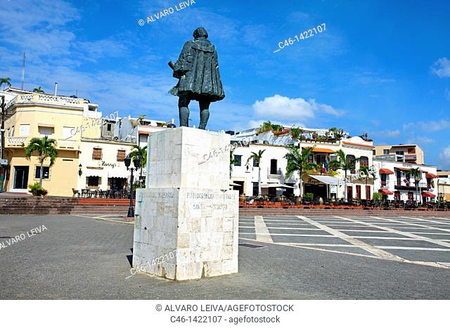 Statue of Nicolas de Ovando, Square of Spain, Santo Domingo, Dominican Republic, West Indies, Caribbean