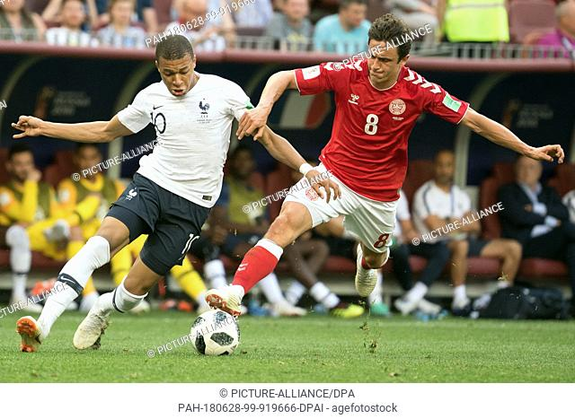 26 June 2018, Russia, Moscow, Soccer, FIFA World Cup 2018, Group C, Matchday 3 of 3 at Luzshniki Stadium: Thomas Delaney (R) from Denmark and Kylian Mbappe (L)...
