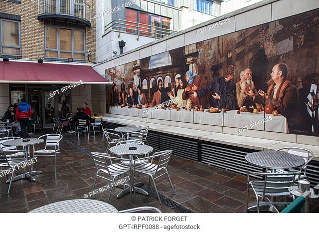 THE LAST SUPPER REVISITED IN A SMALL STREET IN THE QUARTIER BLOOM, DUBLIN, IRELAND