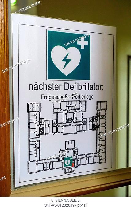 Schild für den nächsten Defibrillator
