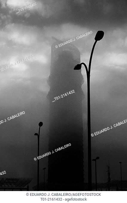 The Pelli Tower in Sevilla amidst the fog