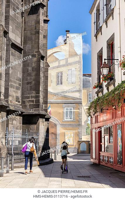 France, Puy de Dome, Clermont Ferrand, the old town, the Notre Dame de l'Assomption cathedral on the left and the mural on rue des Grand Jours