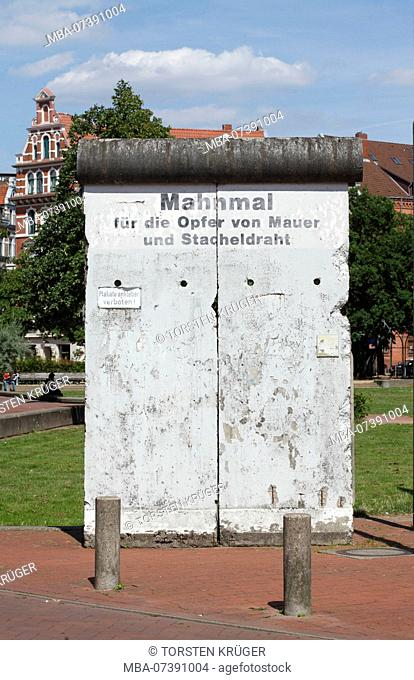 Memorial for the victims of the Berlin Wall and barbed wire, memorial site with part of the Berlin Wall at Weißekreuzplatz, Hannover, Lower Saxony, Germany