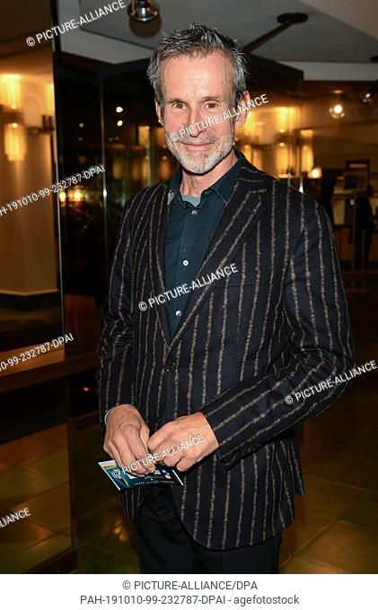 """09 October 2019, Berlin: Ulrich Matthes comes to the premiere of """"""""Faith in the Possibility of the Complete Renewal of the World"""""""" in the Friedrichstadt-Palast"""