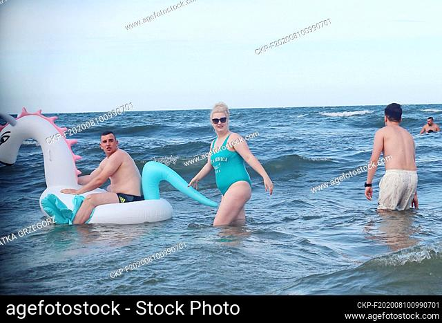 Poland, Stegna in the Vistula Spit, 11.07.2018. Couple with inflatable toy at the Baltic sea. photo CTK/Grzegorz Klatka