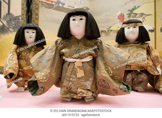 The ancient puppets collection. Iso area or the Shimadzu family heritage featuring several buildings, the Sengan'en park, a shinto shrine and a museum