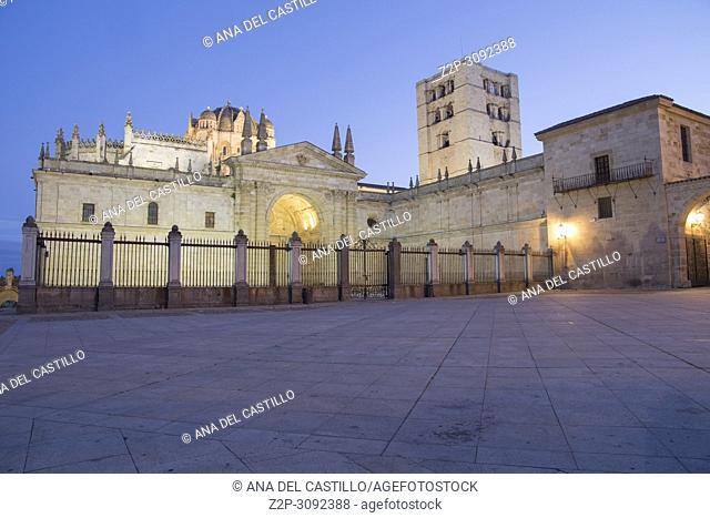 Twilight in Zamora city, Castile and Leon, Spain. El Salvador cathedral