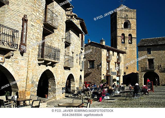 """Colegiata de Santa María y Plaza Mayor -Aínsa - Huesca """"""""Pirineos """"""""Sobrarbe """"""""Aragón """"""""España - Europa"""