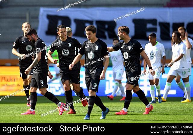 16 May 2020, Bavaria, Augsburg: Football: Bundesliga, FC Augsburg - VfL Wolfsburg, 26th matchday in the WWK-Arena in Augsburg