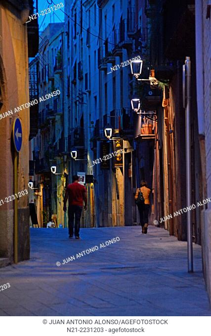 One of the narrow streets in the Old quarter. Tarragona, Catalonia, Spain, Europe