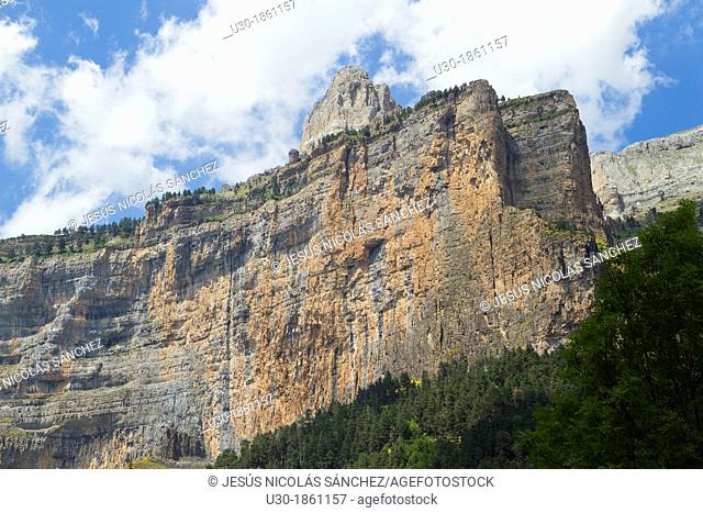 El Gallinero spur in Ordesa Valley, declarated World Heritage by UNESCO, and belonging to Ordesa y Monte Perdido National Park  Pyrenees  Torla  Huesca province...