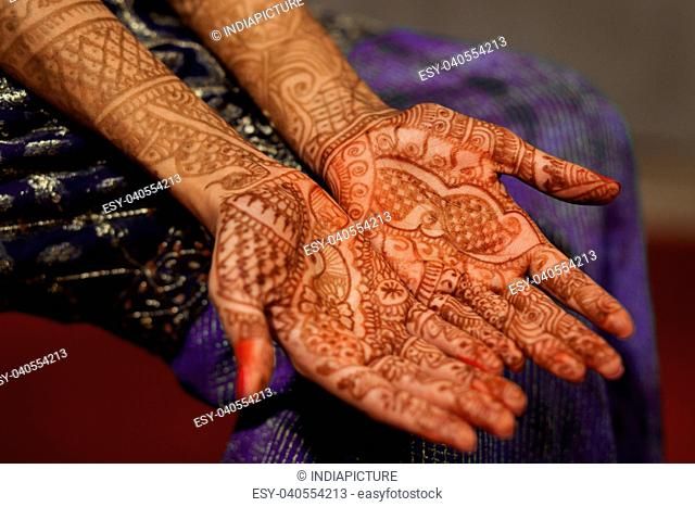 Mehndi on Indian brides hands