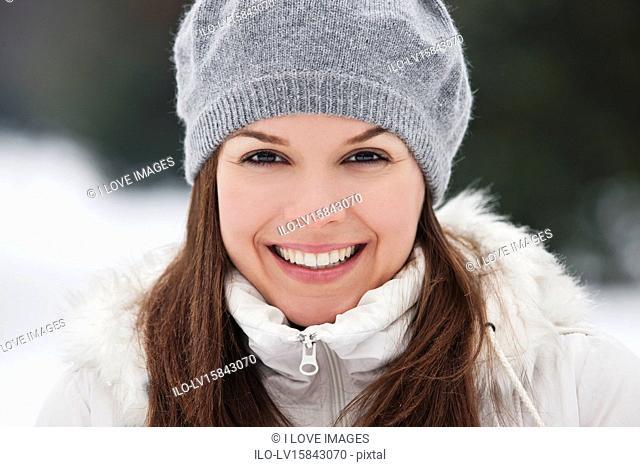 254e939166695 A young woman wearing a grey woolen beret