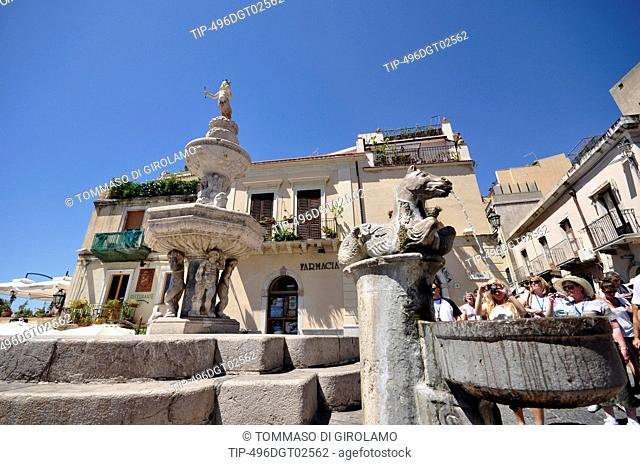 Italy, Sicily, Taormina, Piazza Duomo and San Nicolò cathedral