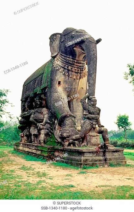 Huge elephant statue in a park, Gangaikonda Cholapuram, Tamil Nadu, India