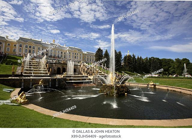 Russia, St Petersburg, Peterhof, Peter The Great's Palace, Petrodvorets, The Grand Cascade Fountains