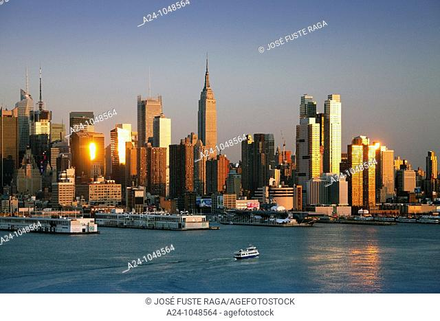 Midtown Manhattan skyline across Hudson River from New Jersey, New York City, USA