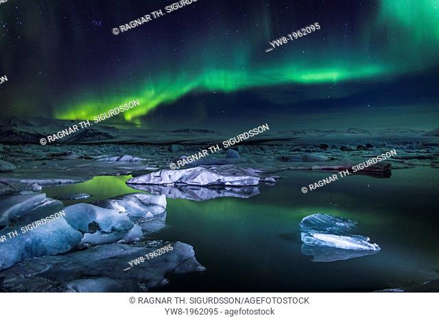 Aurora Borealis or Northern lights at the Jokulsarlon, Breidamerkurjokull, Vatnajokull Ice Cap, Iceland