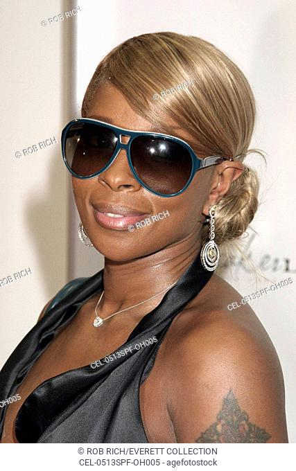 Mary J. Blige, at arrivals for SneakerLUXE Launch Party by Jacob & Company, Manhattan Motors, The Bentley Showroom, New York, NY, September 13, 2005