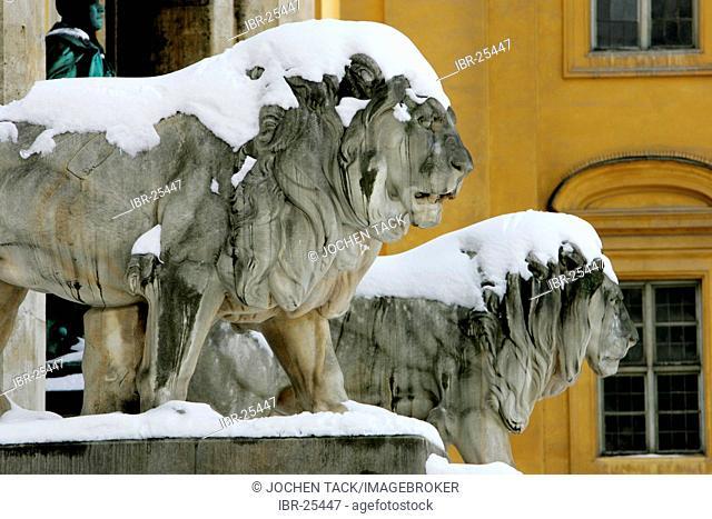 DEU, Germany, Munich : Snow covered Lion statue at the Feldherrnhalle near the Hofgarten