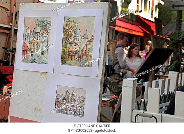 PAINTERS PAINTING AND EXHIBITING THEIR WORKS ON PLACE DU TERTRE SQUARE, BUTTE MONTMARTRE, PARIS 75, FRANCE