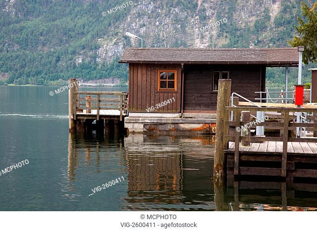 ÖSTERREICH, HALLSTADT, hut on lake Hallstatt - Hallstadt, Oberösterreich;, Österreich, 01/01/2011