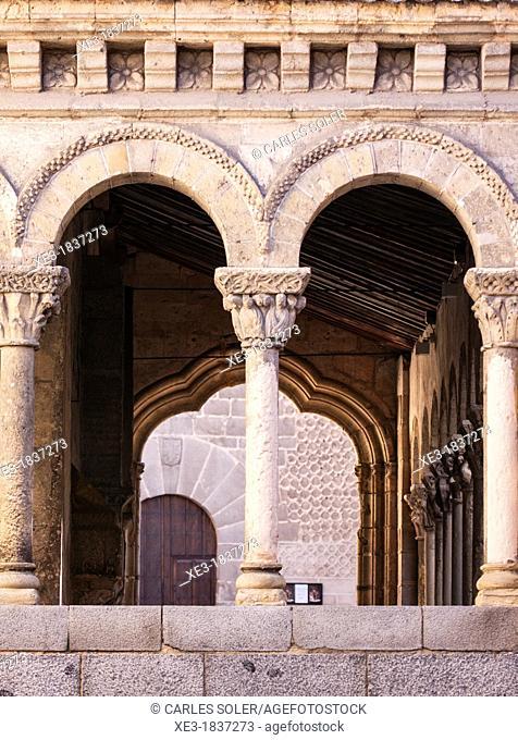 Arcos y columnas, Iglesia de San Martín, Segovia