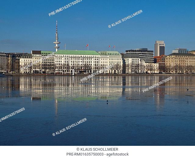 Look over the Binnenalster to Neuen Jungfernstieg with Hotel Vier Jahreszeiten and the radio telecommunication tower, Hamburg