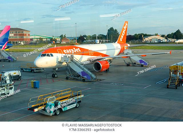 Airbus A320-214 G-EZUT EasyJet
