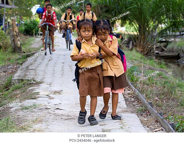 Schoolgirls, Sei Sekonyer, Central Kalimantan, Borneo, Indonesia
