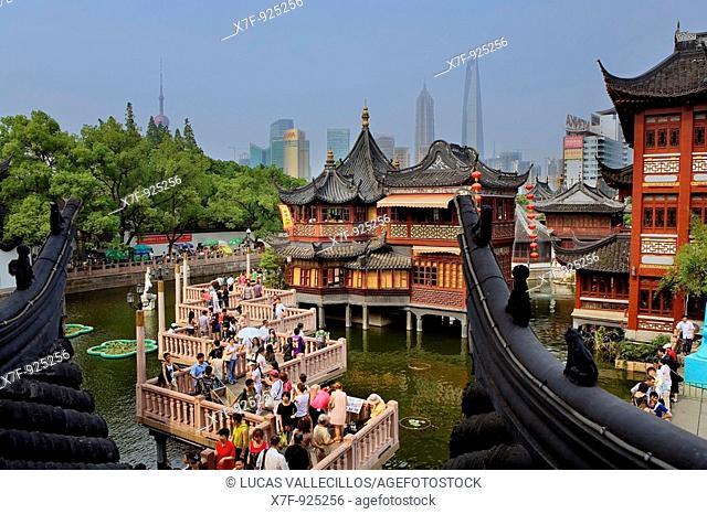 China Shanghai: Yu Yuan Bazar  Zigzag bridge and Huxinting Tea House  Pudong Skyline in Background