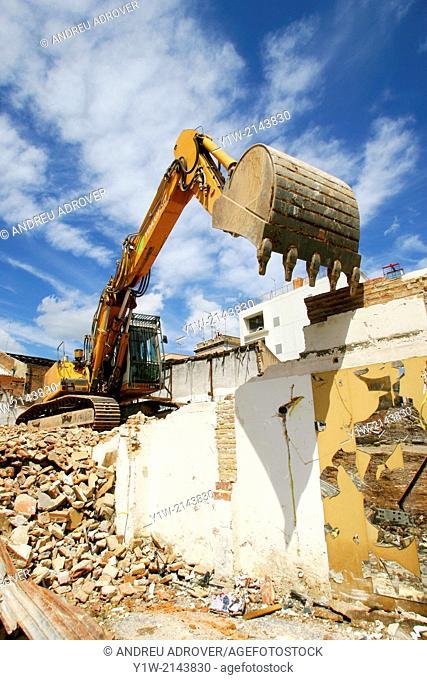 Crane demolition. Teodor Llorente street, Barcelona city, Catalonia, Spain