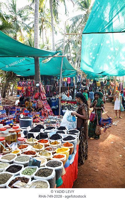 Spice shop at the Wednesday Flea Market in Anjuna, Goa, India, Asia