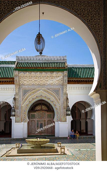 Al-Qarawiyyin or al-Karaouine mosque and university. Souk Medina of Fez, Fes el Bali. Morocco, Maghreb North Africa