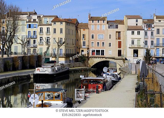 The Canal de la Robine runs through the center of the city of Narbonne, France