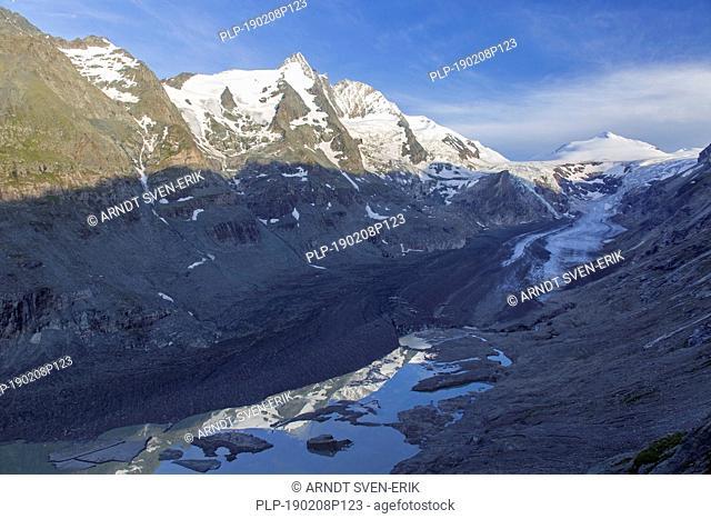 Grossglockner / Großglockner (3798 m) and Pasterze glacier, view from Franz-Josefs-Höhe, Hohe Tauern National Park, Carinthia / Kärnten, Austria