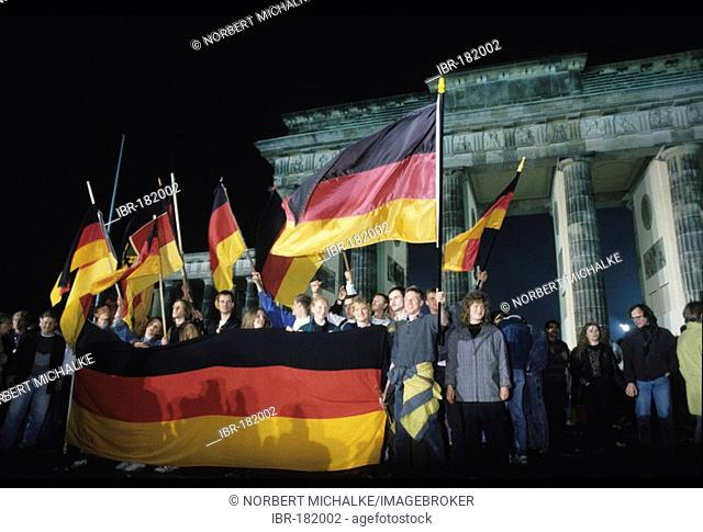 Fall of the Berlin Wall: German Reunification, cheering Berlin citizens in front of the Brandenburg Gate, Berlin, Germany