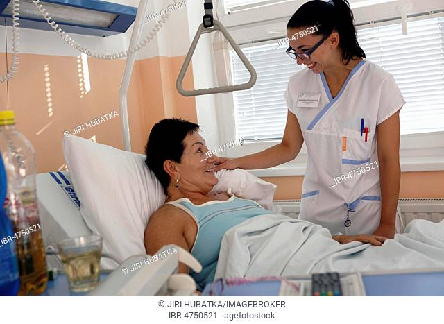 Patient and nurse talking, hospital room, surgery department, health service, hospital, Czech Republic