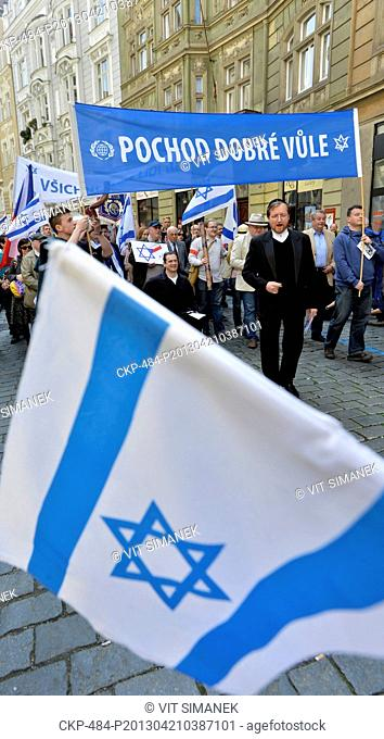 Several hundred people singing Hebrew songs walked in a procession from Franz Kafka Square to Klarov to express their opposition to anti-Semitism in Prague