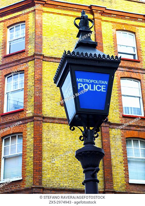Police sign and lamp - London, England