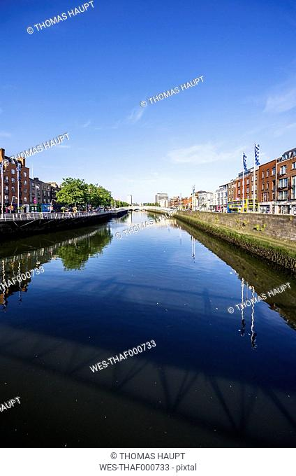 Ireland, County Dublin, Dublin, River Liffey and Ha'penny Bridge