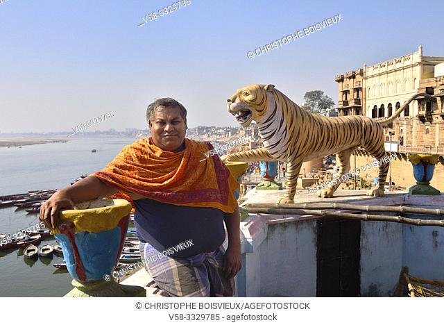 India, Uttar Pradesh, Varanasi, The Dom Raja posing on top of his terrace. . Keeping the sacred fire at Manikarnika cremation grounds