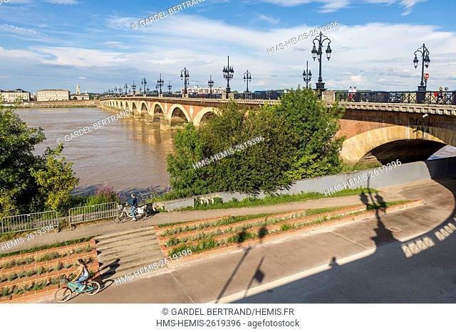 France, Gironde, Bordeaux, area classified UNESCO World Heritage Site, the Stone Bridge over the Garonne