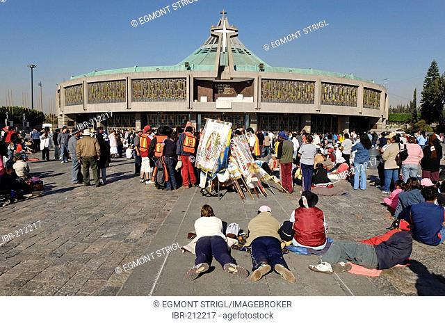 Pilgrims in front of the new pilgrimage church of La Basilica de Nuestra Senora de Guadalupe, Mexico City, Mexico