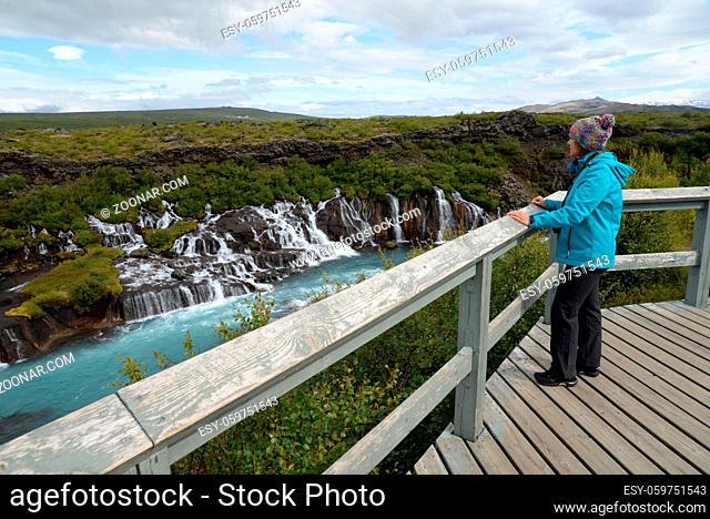 Hraunfossar, Island, wasserfall, wasserfälle, kaskade, kaskaden, fluss, Hvítá , Húsafell, Reykholt.hvita, husafell, natur, landschaft, sehenswert, frau, person