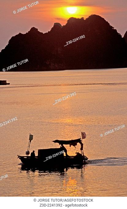 Boat in the H? Long Bay at sunset UNESCO World Heritage Site Vietnam