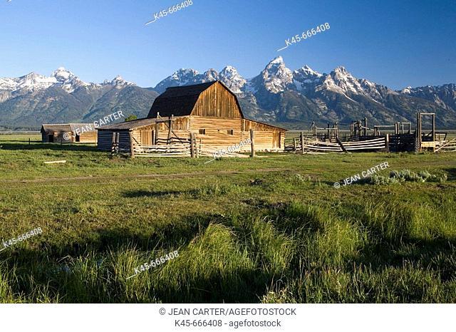 Moulton Barn with the Grand Teton Mountains, Jackson Hole, Grand Teton National Park. Wyoming, USA