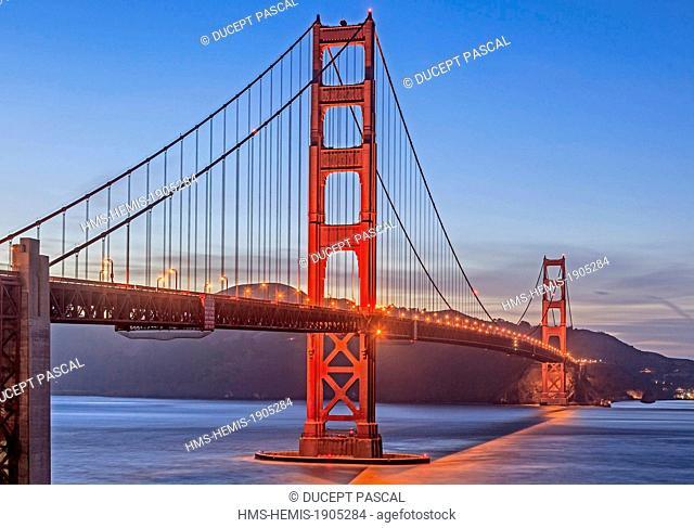United States, California, San Francisco, Golden Gate National Recreation Area, Presidio of San Francisco, the Golden Gate Bridge at night