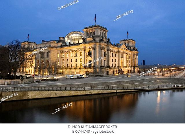Reichstag, German parliament building and the Spree River in the evening, Berlin, Germany