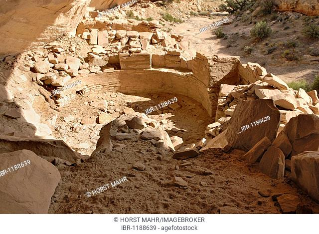 Historical remains of a Kiva, cultural site of the Anasazi Indians around 1100 AD, Cold Springs Cave near Bluff, Utah, USA